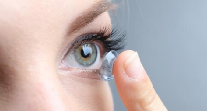 Φακοί επαφής: Πότε κινδυνεύετε με βακτήρια στο μάτι