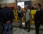 Διαμαρτυρία για τους e-πλειστηριασμούς σε συμβολαιογραφείο στον Πειραιά