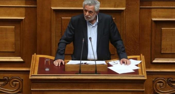Βουλή: Το σχόλιο του Δρίτσα για τον Μιχόπουλο που προκάλεσε θερμά χειροκροτήματα