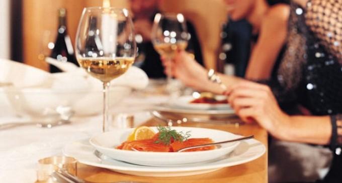 Οργή δημάρχου: Πλήρωσαν 1.100 ευρώ για 4 μπριζόλες κι ένα πιάτο θαλασσινά!