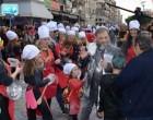 Αυτό είναι το βίντεο από τον εκνευρισμό του Φερεντίνου στο καρναβάλι της Καλαμάτας – Τον «αδειάζει» γνωστή δημοσιογράφος
