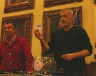 Ο Δήμαρχος Πειραιά Γιάννης Μώραλης στην κλήρωση της γηπεδούχου ομάδας του τελικού για το κύπελλο Πειραιά «Γ. Γκαμίλης»