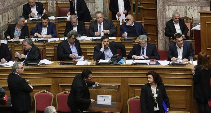 Έως και 10.000 ευρώ τον μήνα λαμβάνουν στο χέρι και σε «είδος» οι Υπουργοί