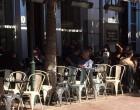 Δήμος Αθηναίων: Με μια «κίτρινη γραμμή» στους πεζοδρόμους μπαίνει όριο στα τραπεζοκαθίσματα