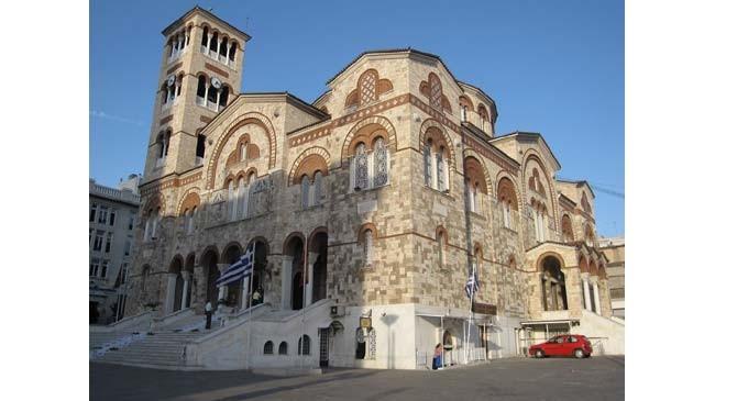 Στον Καθεδρικό Ιερό Ναό Αγίας Τριάδος Πειραιώς