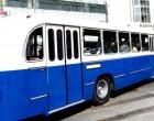 Το παλιό μπλε λεωφορείο βγήκε στον Πειραιά και ταξίδεψε τους επιβάτες πίσω στο χρόνο