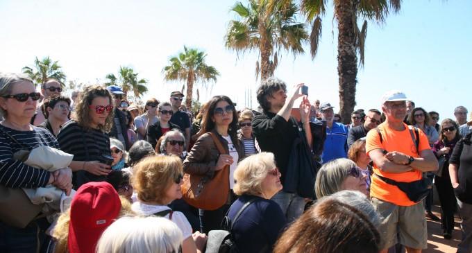 Ο Δήμαρχος Πειραιά Γ.Μώραλης στον ιστορικό περίπατο στις γειτονιές του Πειραιά