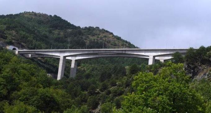 Τραγωδία στην Εγνατία: Δέντρο καταπλάκωσε και σκότωσε επιβάτη ΙΧ