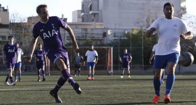 Η ΝΔ έπαιξε μπάλα με Ρομά -Δύο γκολ ο Μητσοτάκης (φωτο)