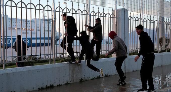 Συμπλοκή μεταξύ μεταναστών με έναν νεκρό στην Πάτρα