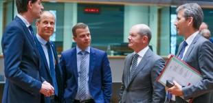 «Ξεκόβει» κάθε κουβέντα ο Μοσκοβισί για τις συντάξεις: Οι δεσμεύσεις πρέπει να τηρούνται