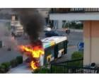 Φωτιά σε λεωφορείο του ΟΑΣΑ στη Νίκαια – Πρόλαβαν να κατέβουν οι επιβάτες (φωτο)