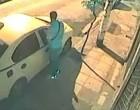 Σπάει τζάμια, μπουκάρει σε Ταξί! (φωτο)