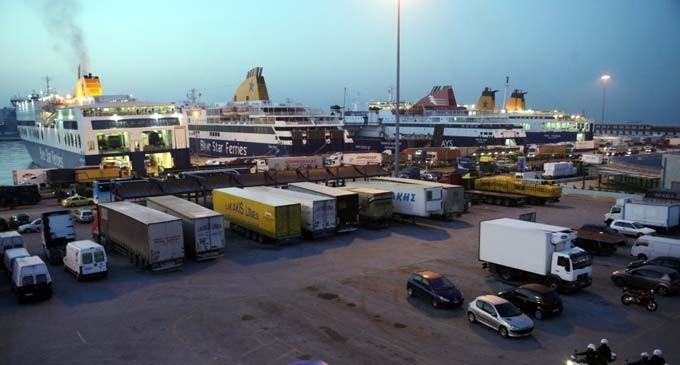 Υπάρχει οδηγός 75 ετών σε νταλίκα στο λιμάνι του Πειραιά – Απίστευτη καταγγελία