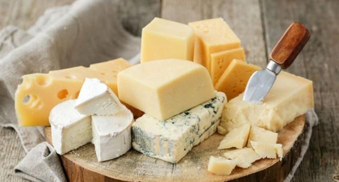 Δεσμεύτηκαν 956 κιλά τυριά σε ψυκτική αποθήκη του Πειραιά