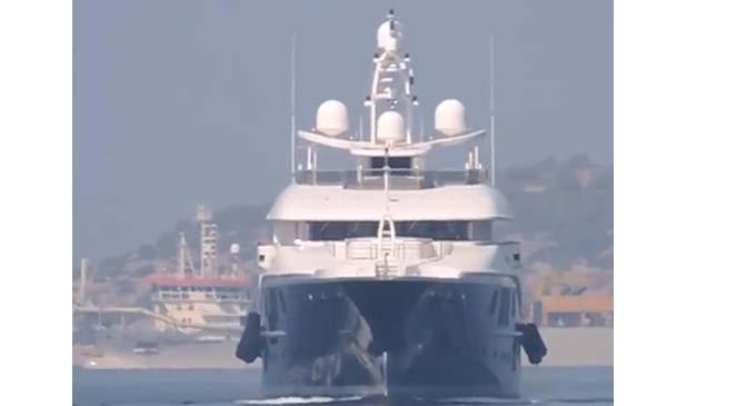Η θαλαμηγός Sapphire στο λιμάνι του Πειραιά