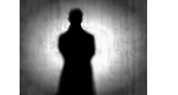 Αναστάτωση στον Πειραιά από άγνωστο άνδρα που φωτογραφίζει «κρυφά» παιδιά – Το έβαλε στα πόδια όταν ήρθε η Αστυνομία