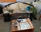 Επιχείρηση σε καταυλισμούς Ρομά: Οπλα, ναρκωτικά και 93.000 ευρώ -24 συλλήψεις