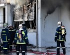 Περιστέρι: Ζημιές σε σπίτια από τη μεγάλη φωτιά σε επιχείρηση με ηλεκτρικά