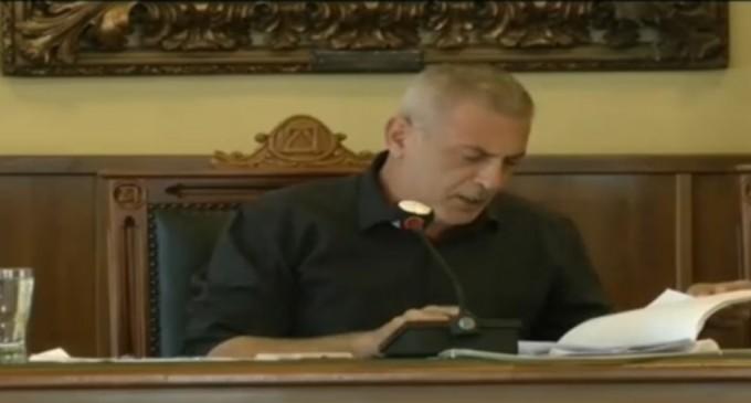 Τύμπανα προεκλογικού «πολέμου» ήχησαν στο δημοτικό συμβούλιο Πειραιά -Γιάννης Μώραλης σε αντιπολίτευση: «Μπροστά μας οι εκλογές, σε 15 μήνες! Φτιάξτε έναν ωραίο συνδυασμό να αναμετρηθούμε…»