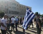 Ξεκίνησε η διαδήλωση στο Σύνταγμα -Ελληνικές σημαίες και το αστέρι της Βεργίνας