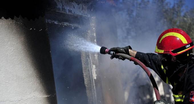 Ήθελαν να βάλουν φωτιά σε κτίριο που στεγάζονται ναυτιλιακές στον Πειραιά