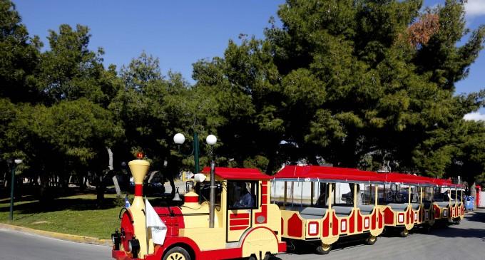 Το τρενάκι του Δήμου και πάλι στους δρόμους της Γλυφάδας