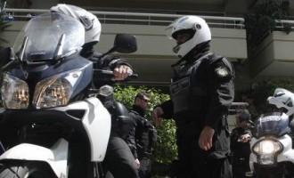 Συνέλαβαν διαρρήκτες που κατείχαν κλεμμένο όπλο αστυνομικού στη Γλυφάδα