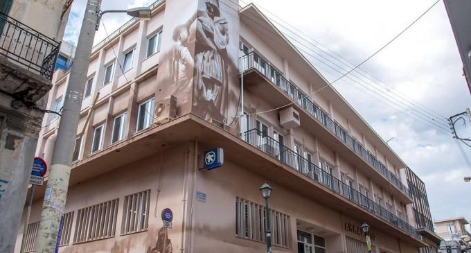 Τεράστια τοιχογραφία – φόρος τιμής στους πρόσφυγες και τη «Μικρασιάτισσα Μάνα» στη Νίκαια