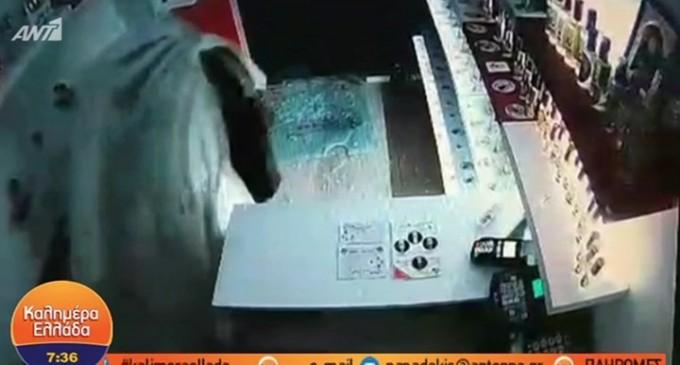 Ληστής… φάντασμα έκλεψε μαγαζί καλυμμένος με σεντόνι – ΒΙΝΤΕΟ