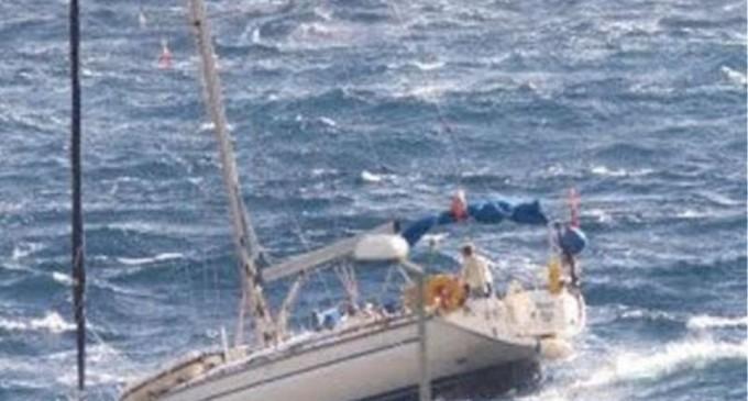 Διάσωση εννιά τουριστών από ακυβέρνητο σκάφος στον Σαρωνικό