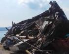 Κατέρρευσε το καΐκι «Ελένη Π.» στο καρνάγιο της Σαλαμίνας που βρισκόταν 20 χρόνια τώρα