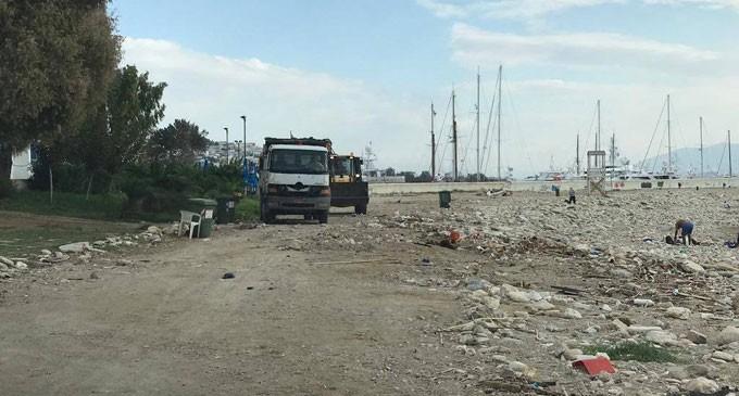 Καθαρίζονται οι ακτές του Πειραιά