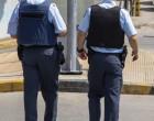 Αστυνομικός έκαψε την ελληνική σημαία! Συνελήφθη από συναδέλφους του