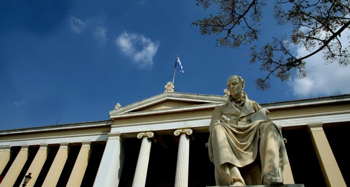 Πανεπιστήμιο Αθηνών: Φοιτητές εγκλώβισαν σε αίθουσα 30 καθηγητές