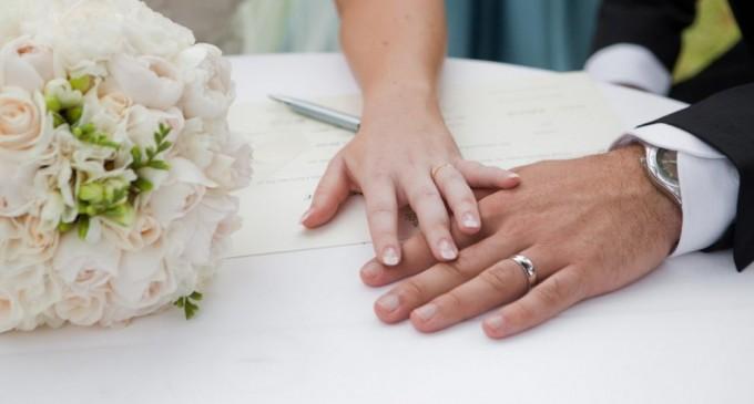 Μήνυση από αντιδήμαρχο που του πλαστογράφησαν την υπογραφή για γάμο