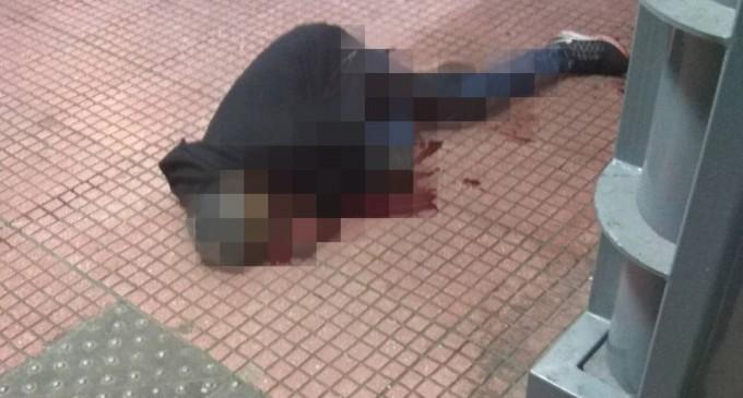 Άγρια σφαγή στην πλατεία Βάθη: Έκοψαν τον λαιμό αλλοδαπού μπροστά στους περαστικούς