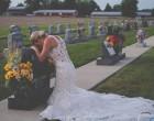 Συγκλονίζει η εικόνα της νύφης μπροστά από μνήμα – Δείτε γιατί