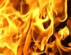 Βαν τυλίχθηκε στις φλόγες στο κέντρο του Πειραιά