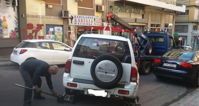 Προσοχή! Σηκώνουν αυτοκίνητα στον Πειραιά (φωτο)