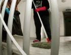 Βγαίνει από τη φυλακή η καθαρίστρια που πλαστογράφησε το απολυτήριο Δημοτικού