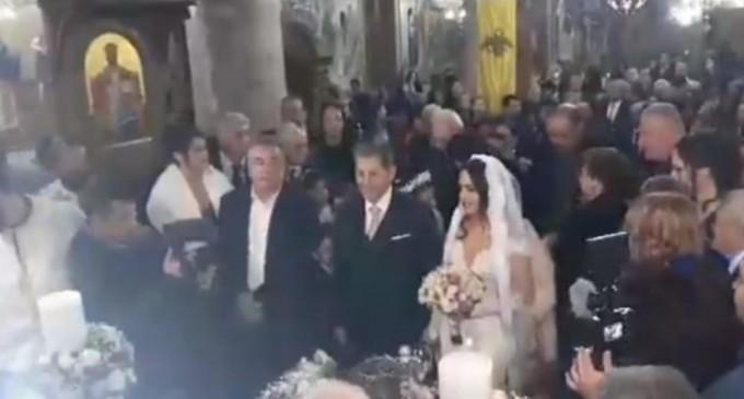 Γάμος με… 14 κουμπάρους για δήμαρχο!