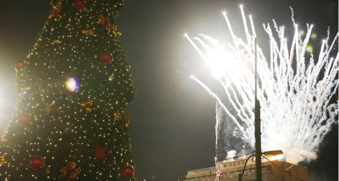 Το ξεκίνημα για τις χριστουγεννιάτικες εκδηλώσεις στον Δήμο Πειραιά -Φωταγωγήθηκε το χριστουγεννιάτικο δέντρο