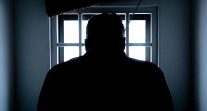 Έγκλημα στον Πειραιά: «Σκότωσα τον θείο μου γιατί πήγε να με βιάσει» – Aναβιώνει στις δικαστικές αίθουσες η σοκαριστική υπόθεση
