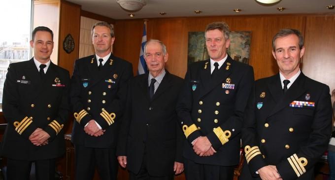 Ο Διοικητής της SNMG2 στον Δήμο Πειραιά