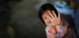 Σοκαριστικά ευρήματα για την κακοποίηση παιδιού 21 μηνών από τη μητέρα του