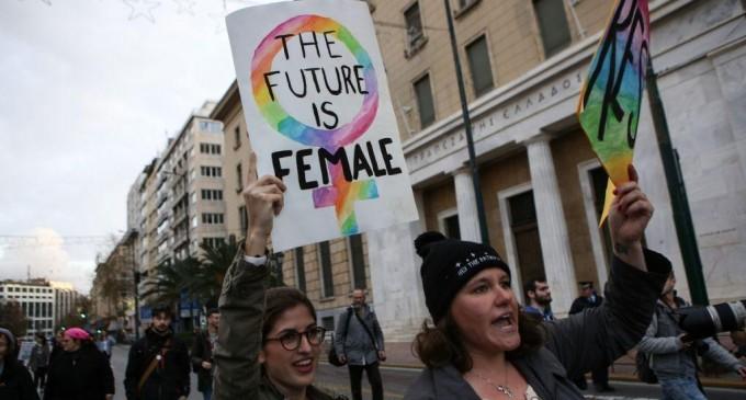 Φεμινιστική απεργία: Για πρώτη φορά σήμερα στην Ελλάδα – Ποιοι συμμετέχουν