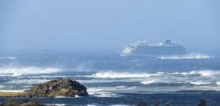 Θρίλερ με τη διάσωση των 1.300 επιβατών του κρουαζιερόπλοιου Viking Sky