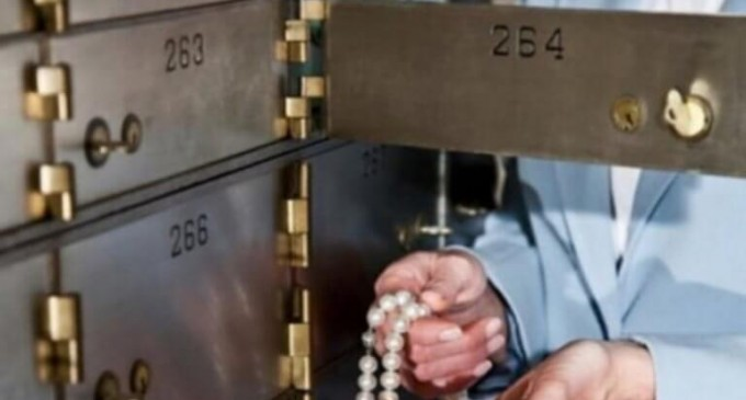 Άνοιξαν την τραπεζική θυρίδα και τους έλουσε κρύος ιδρώτας – Ζητάει αποζημίωση 225.000 ευρώ!