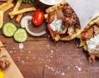 Σουβλάκια: Οι αυξήσεις θα ανεβάσουν και την τιμή στο τυλιχτό κοτόπουλο